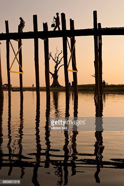die U Bein Bruecke beim Sonnenuntergang