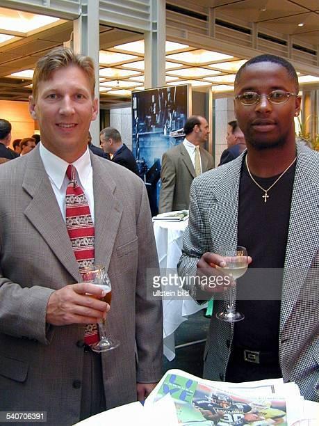 Die USamerikanischen Footballspieler sowie Mannschaftsmitglieder der Footballmannschaft der Universität von Notre Dame Terry Andrysiak und Lee Becton...