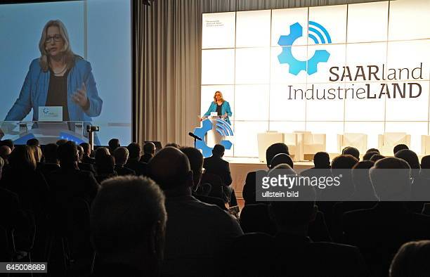 Die Veranstaltung 'Saarland Industrieland Wie wir mit Industrie Zukunft gewinnen' in der Congresshalle in Saarbrücken Im Bild Wirtschaftsministerin...