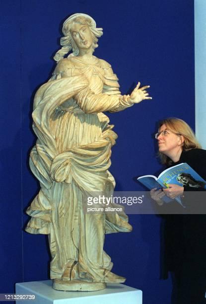 Die weibliche Heilige vom Magdalenenaltar der Benediktinerabtei Einsiedeln ist eines der insgesamt sechzig Meisterwerke des Barockbildhauers...