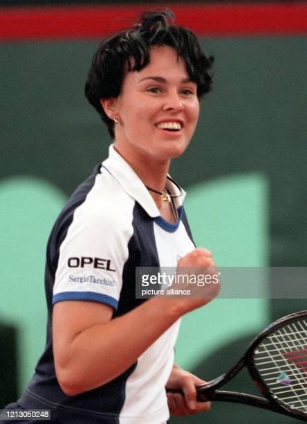 Die WeltranglistenErste Martina Hingis ballt die Faust aus Freude über einen gewonnenen Punkt am im Finale gegen die Tschechin Jana Novotna beim...