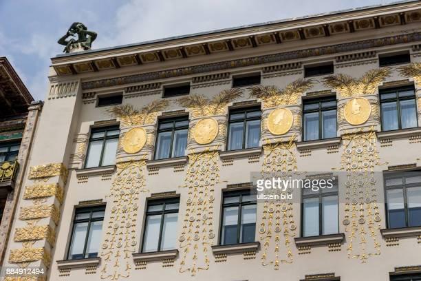 Die Wienzeilenhäuser am wiener Naschmarkt Architektur von Otto Wagner in Wien Österreich