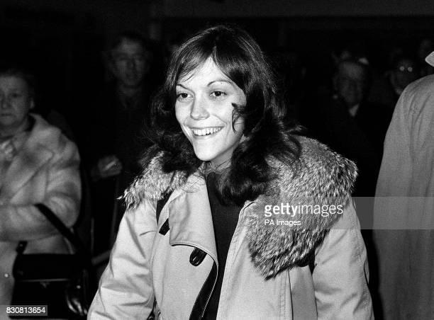 Died on this day American singer and musician Karen Carpenter of anoerexia Pop singer Karen Carpenter arriving at Heathrow airport having just flown...