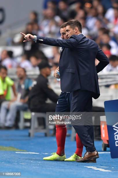 Diego Alonso, coach of Monterrey, gives instructions to Vincent Janssen, #9 of Monterrey, before his debut with the team during the 5th round match...