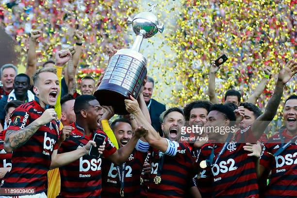 Diego Alves Everton Ribeiro and Diego of Flamengo lift the trophy with teammates after winning the final match of Copa CONMEBOL Libertadores 2019...