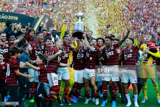 Diego Alves Everton Ribeiro and Diego of Flamengo lift the trophy after winning the final match of Copa CONMEBOL Libertadores 2019 between Flamengo...