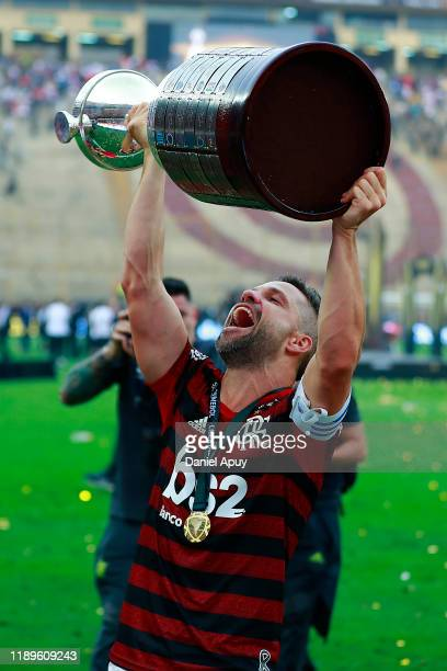 Diego Alves of Flamengo lifts the trophy after winning the final match of Copa CONMEBOL Libertadores 2019 between Flamengo and River Plate at Estadio...