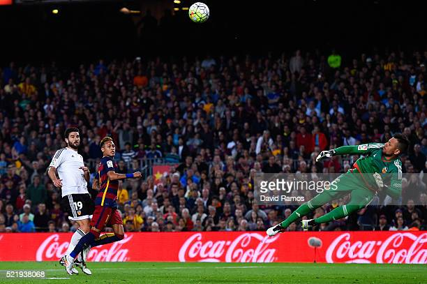 Diego Alves of Valencia CF makes a save to Neymar of FC Barcelona during the La Liga match between FC Barcelona and Valencia CF at Camp Nou on April...
