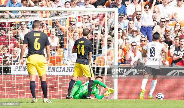 Diego Alves of Valencia CF stop the penalty during the La Liga match at Mestalla Stadium on 2 october Valencia