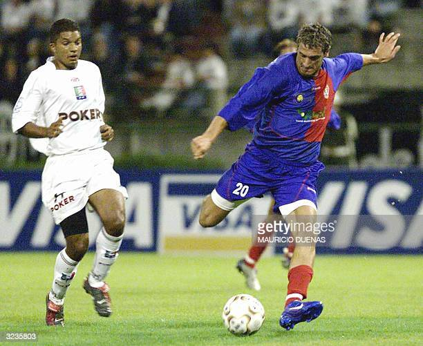 Diego Arango from Colombian Once Caldas soccer team fights for the ball with Mariano Martinez for the Venezuelan team Atletico Maracaibo during Copa...