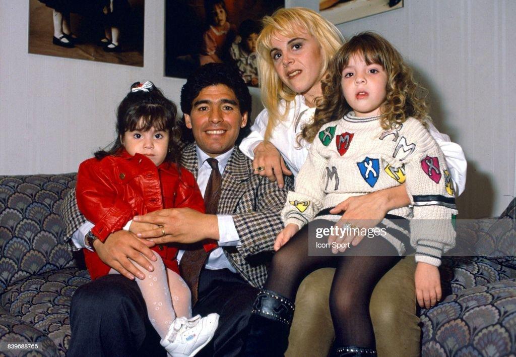 Diego Armando MARADONA avec sa femme et ses filles ...