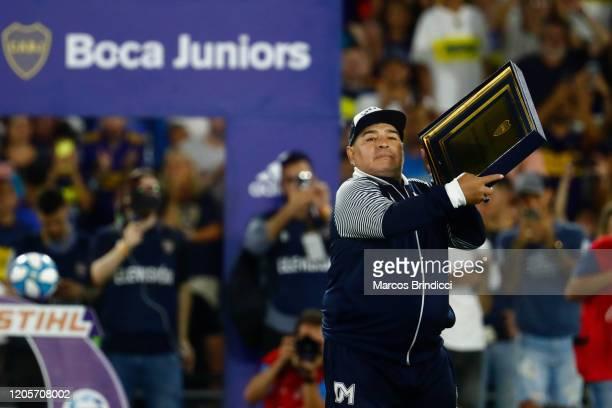 Diego Armando Maradona head coach of Gimnasia y Esgrima La Plata shows a commemorative plaque prior to a match between Boca Juniors and Gimnasia y...