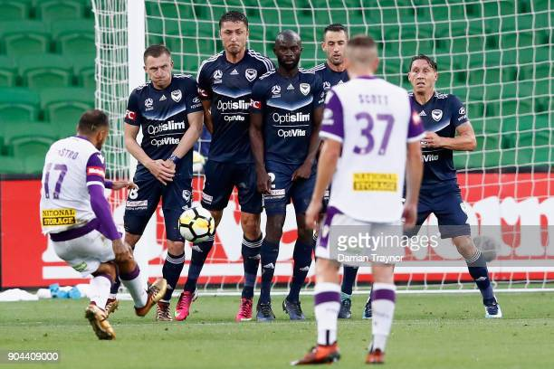 Diego Castro of Perth Glory takes afree kick during the round 16 ALeague match between the Melbourne Victory and Perth Glory at AAMI Park on January...