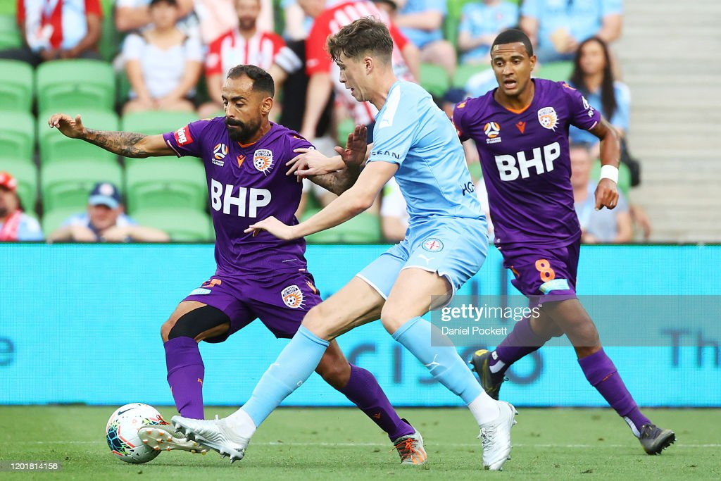 A-League Rd 16 - Melbourne v Perth : News Photo