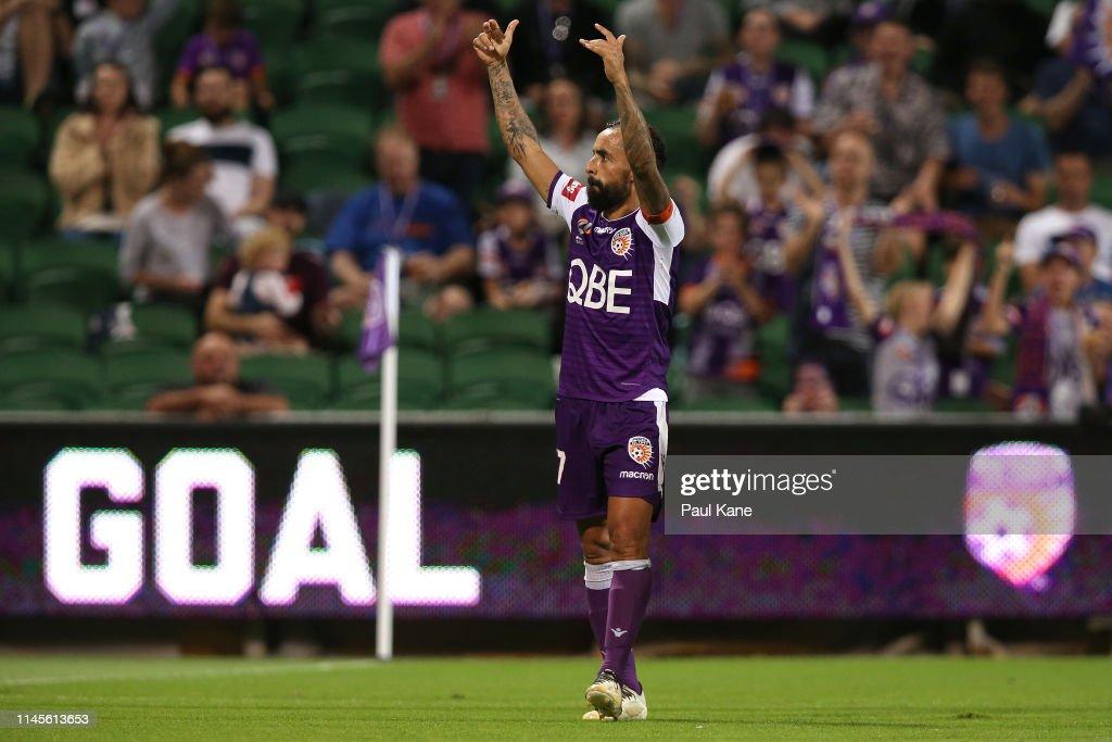 A-League Rd 27 - Perth v Wellington : News Photo