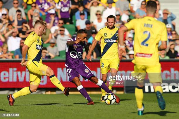 Diego Castro of the Glory looks to cross the ball during the round three ALeague match between Perth Glory and the Central Coast Mariners at nib...