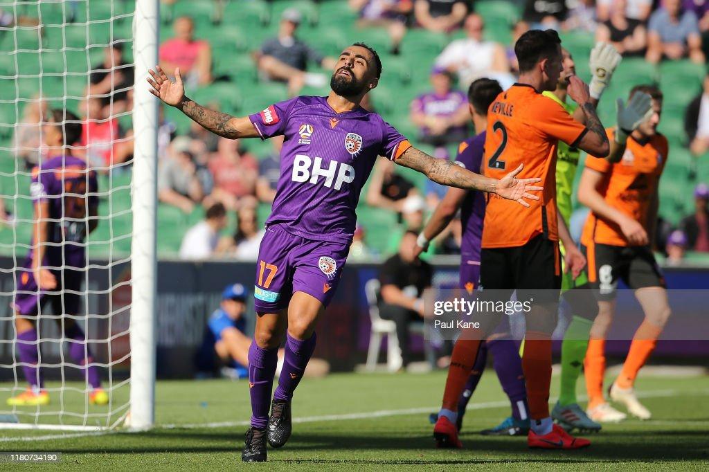 A-League Rd 1 - Perth v Brisbane : News Photo