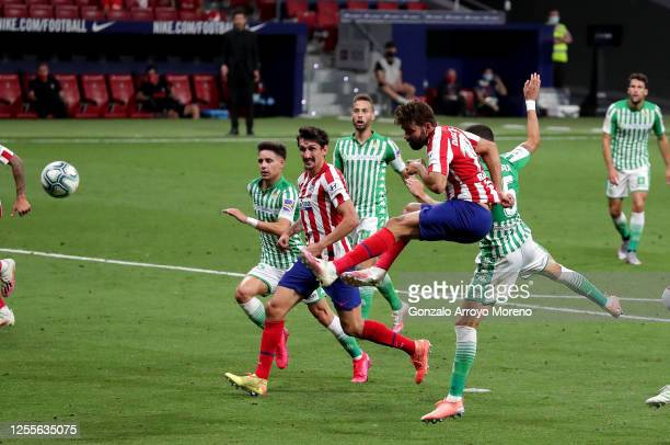 Diego Costa of Atletico Madrid scores his teams first goal during the La Liga match between Club Atletico de Madrid and Real Betis Balompie at Wanda...