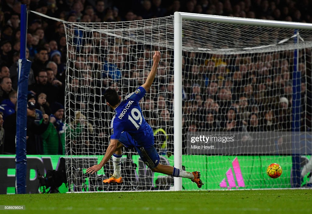 Diego Costa of Chelsea scores the equalising goal during the Barclays Premier League match between Chelsea and Manchester United at Stamford Bridge on February 7, 2016 in London, England.