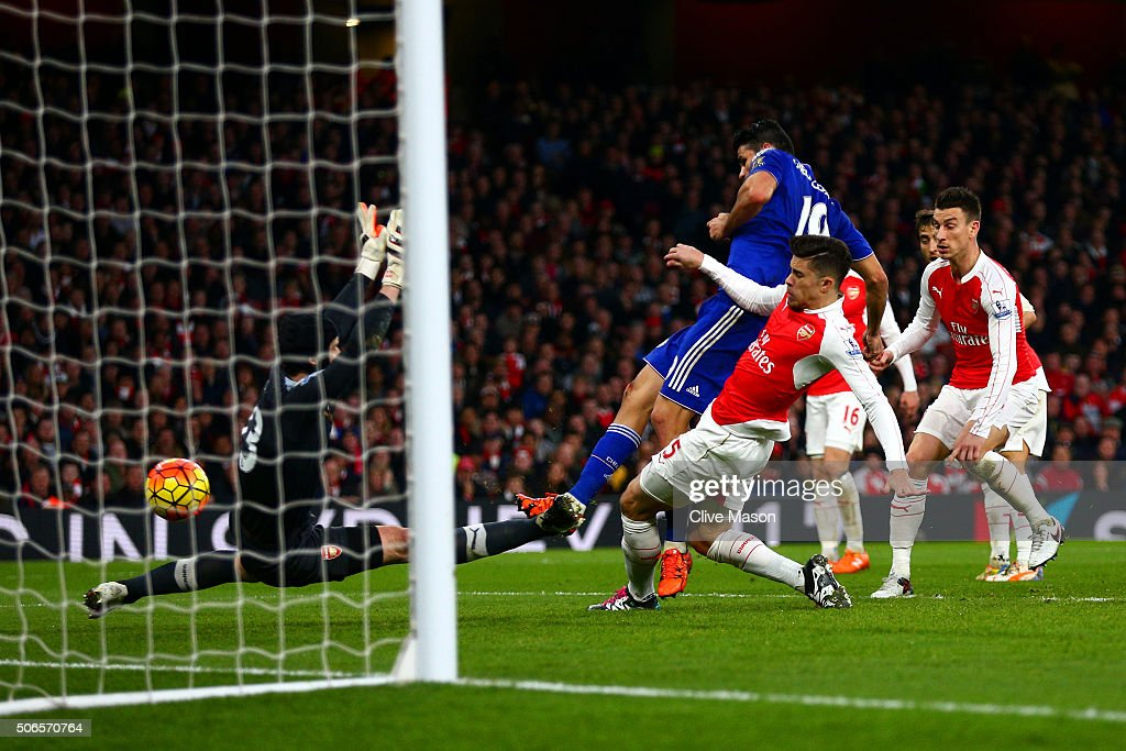 Diego Costa of Chelsea scores the opening goal during the Barclays Premier League match between Arsenal and Chelsea at Emirates Stadium on January 24, 2016 in London, England.