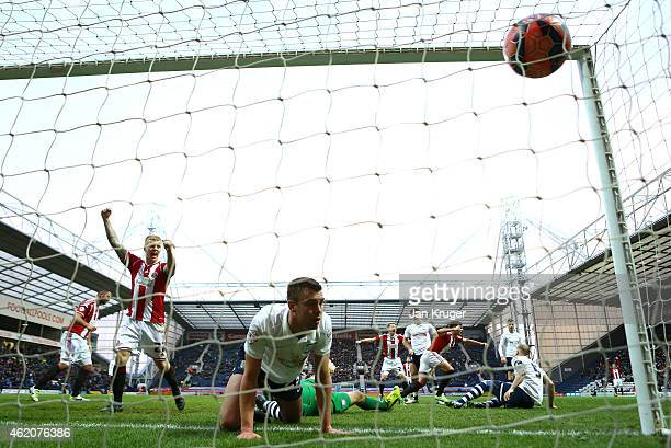 Diego De Girolamo of Sheffield United celebrates scoring the equilizer during the FA Cup Fourth Round match between Preston North End and Sheffield...