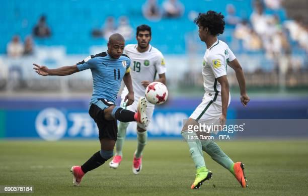 Diego de la Cruz of Uruguay is challenged by Abdullah Tarmin of Saudi Arabia during the FIFA U-20 World Cup Korea Republic 2017 Round of 16 match...