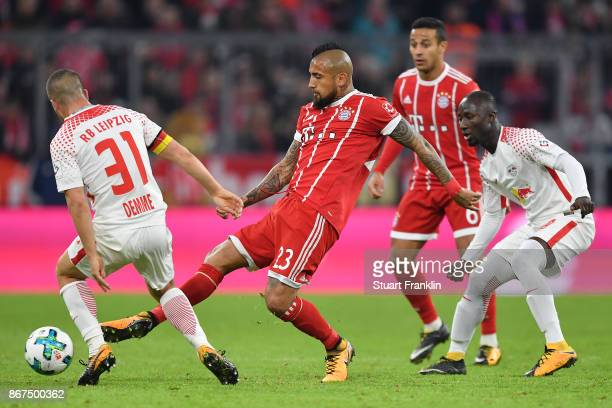 Diego Demme of Leipzig Arturo Vidal of Bayern Muenchen Thiago Alcantara of Bayern Muenchen and Naby Keita of Leipzig during the Bundesliga match...