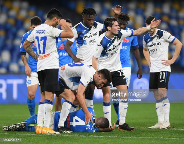 Diego Demme of SSC Napoli appears to be injured as Marten De Roon of Atalanta B.C. Waves for the medic's to to enter the pitch during the Coppa...