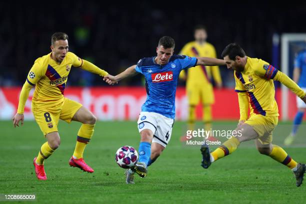 Diego Demme of SSC Napoli is challenged by Lionel Messi of FC Barcelona and Arthur of FC Barcelona during the UEFA Champions League round of 16 first...