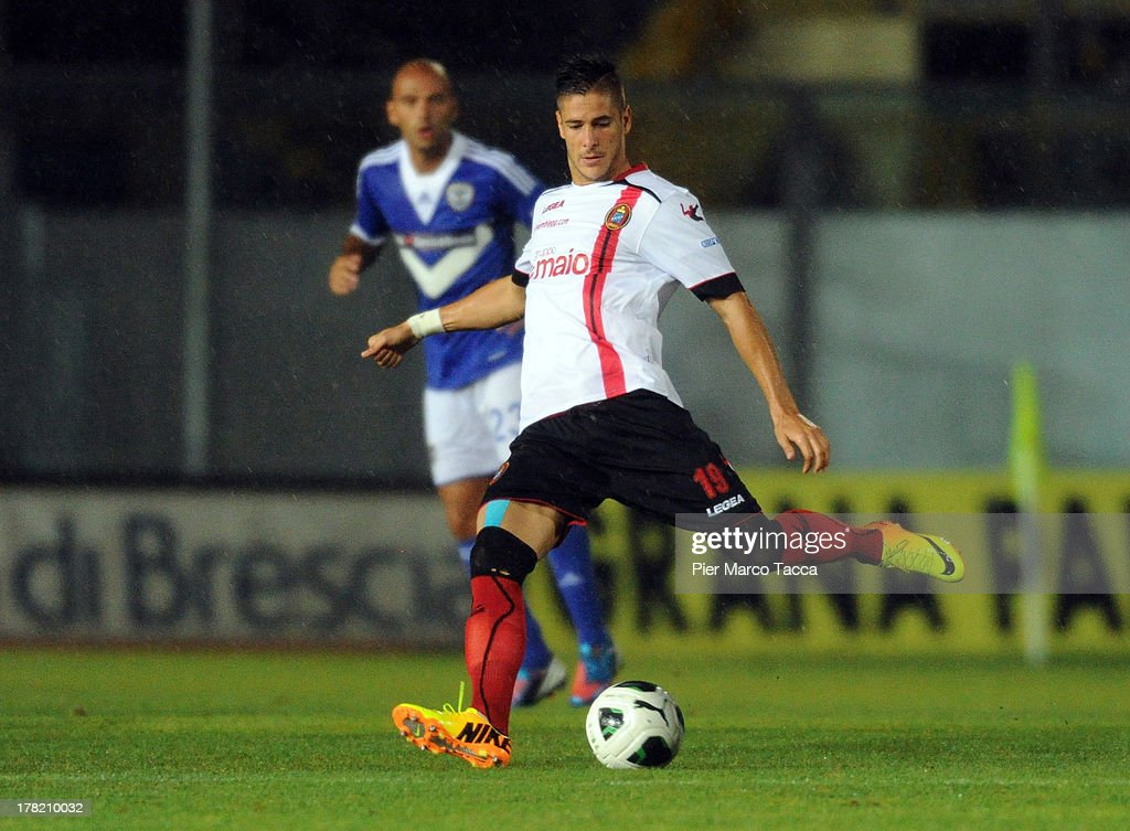 Diego Falcinelli of Virtus Lanciano in action during the Serie B match between Brescia Calcio and Virtus Lanciano at Mario Rigamonti Stadium on August 24, 2013 in Brescia, Italy.