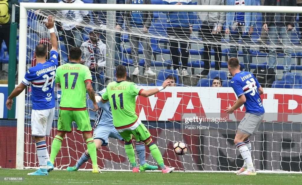 Diego Falcinelli (Crotone) score 1-1 during the Serie A match between UC Sampdoria and FC Crotone at Stadio Luigi Ferraris on April 23, 2017 in Genoa, Italy.