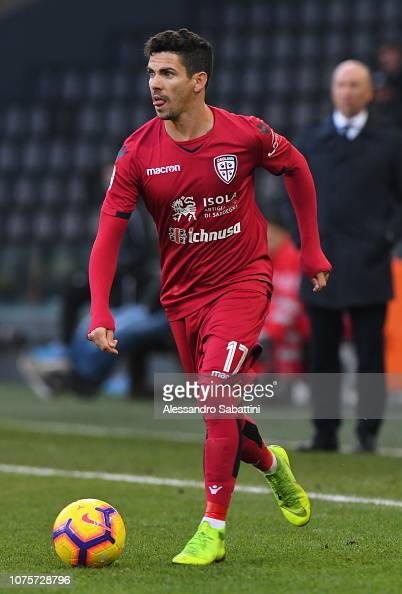 Diego Farias of Cagliari Calcio in action during the Serie ...