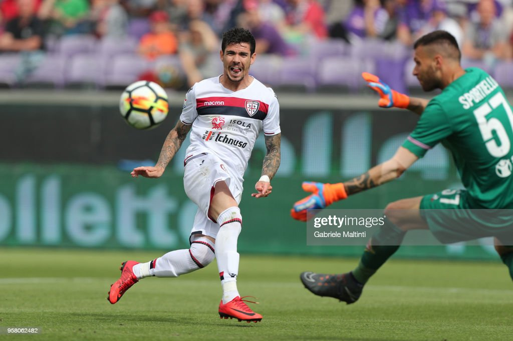 Diego Farias of Cagliari Calcio in action during the serie A match between ACF Fiorentina and Cagliari Calcio at Stadio Artemio Franchi on May 13, 2018 in Florence, Italy.