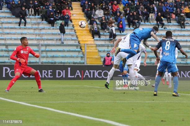 Diego Farias of Empoli FC scores the opening goal during the Serie A match between Empoli and ACF Fiorentina at Stadio Carlo Castellani on May 5 2019...