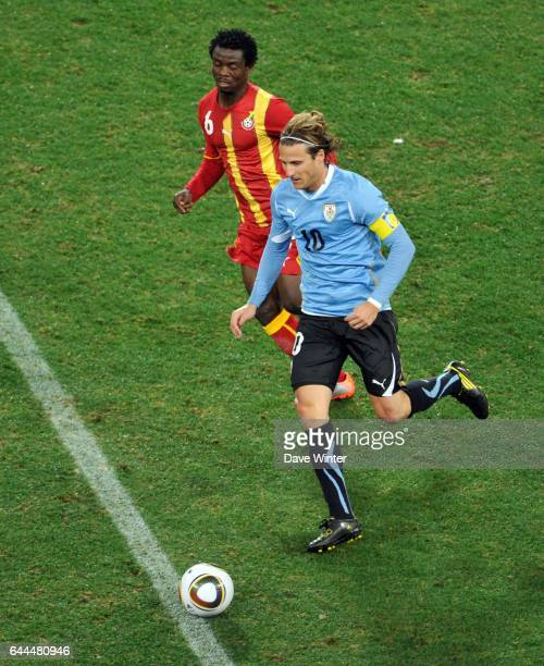 Diego FORLAN / Anthony ANNAN Uruguay / Ghana 1/4 de Finale de la Coupe du Monde 2010 Soccer City Johannesburg Afrique du Sud Photo Dave Winter / Icon...