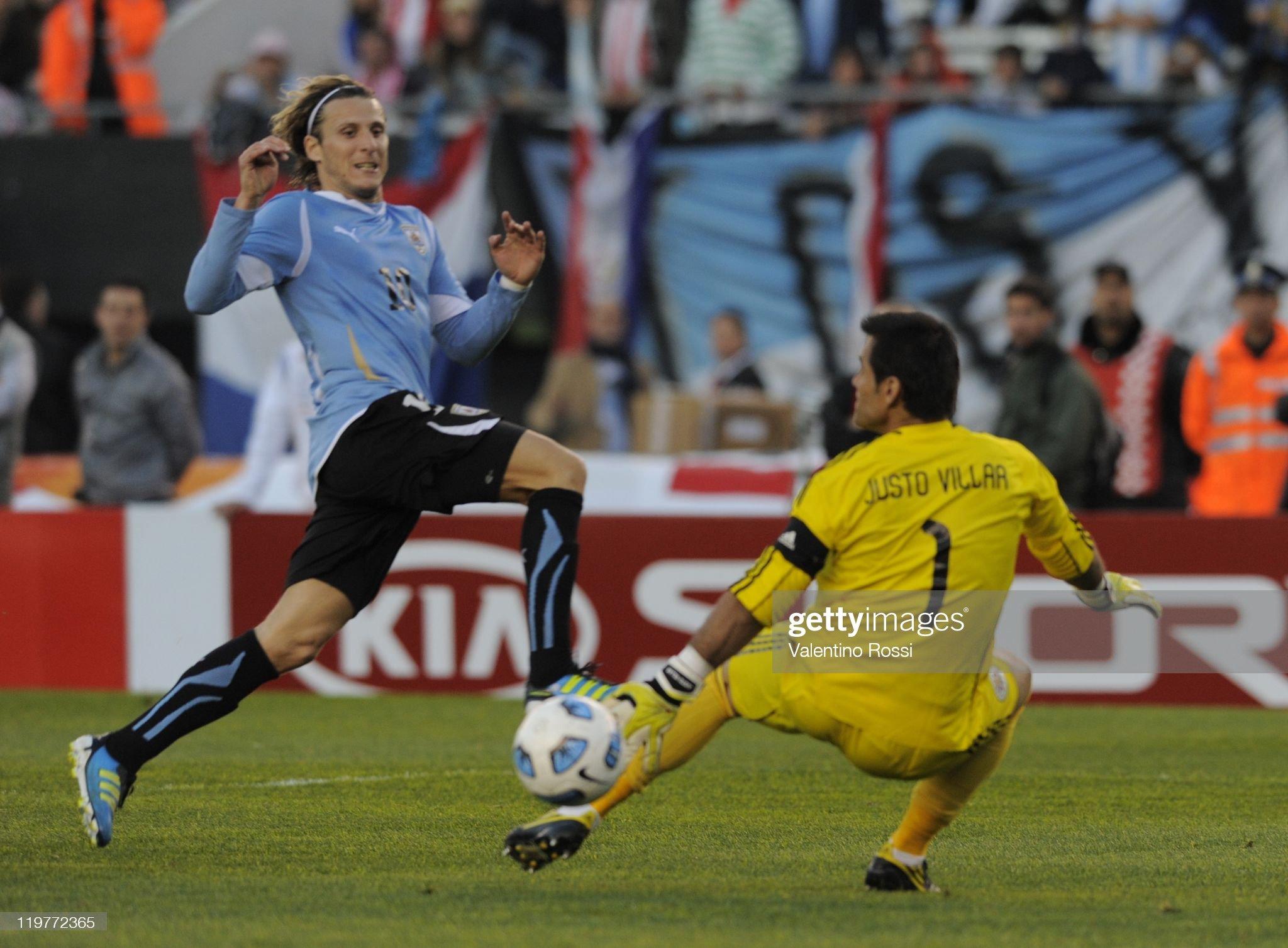 Uruguay v Paraguay - Copa America 2011 Final : News Photo