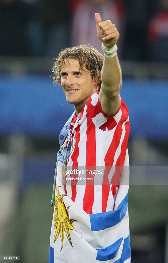 Diego Forlan of Atletico Madrid celebrates their victory after extra time at the end of the UEFA Europa League final match between Atletico Madrid and Fulham at HSH Nordbank Arena on May 12, 2010 in Hamburg, Germany.