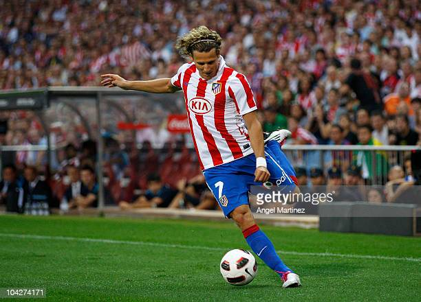 Diego Forlan of Atletico Madrid in action during the La Liga match between Atletico Madrid and Barcelona at Vicente Calderon Stadium on September 19...