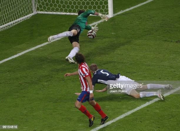 Diego Forlan of Atletico Madrid scores his team's second and winning goal against goalkeeper Mark Schwarzer of Fulham in extra time during the UEFA...