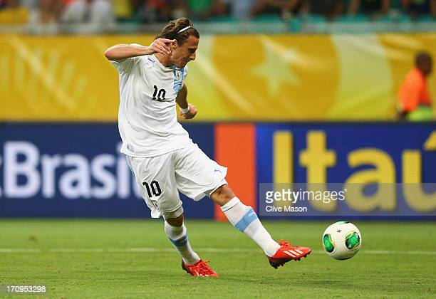 Diego Forlan of Uruguay scores his team's second goal during the FIFA Confederations Cup Brazil 2013 Group B match between Nigeria and Uruguay at...