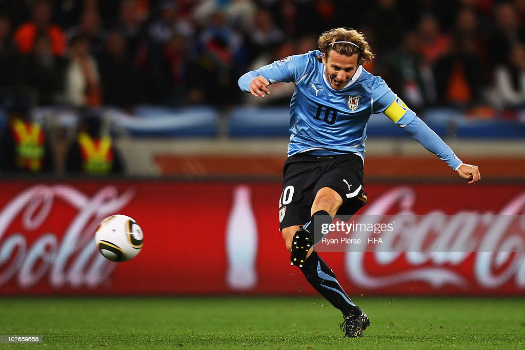 Uruguay v Netherlands: 2010 FIFA World Cup - Semi Final