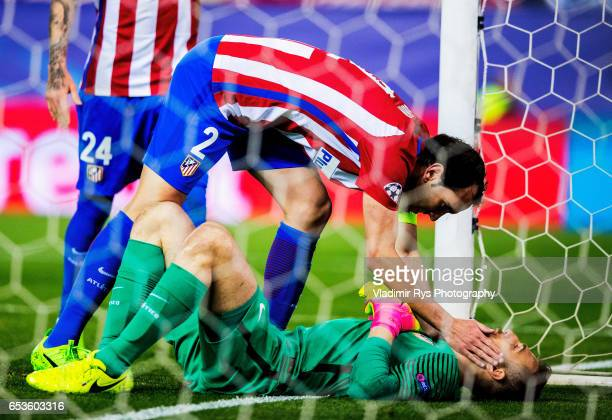 Diego Godin and his team mates acknowledge their goalkeeper Jan Oblak of Atletico after making a multiple safe during the UEFA Champions League Round...