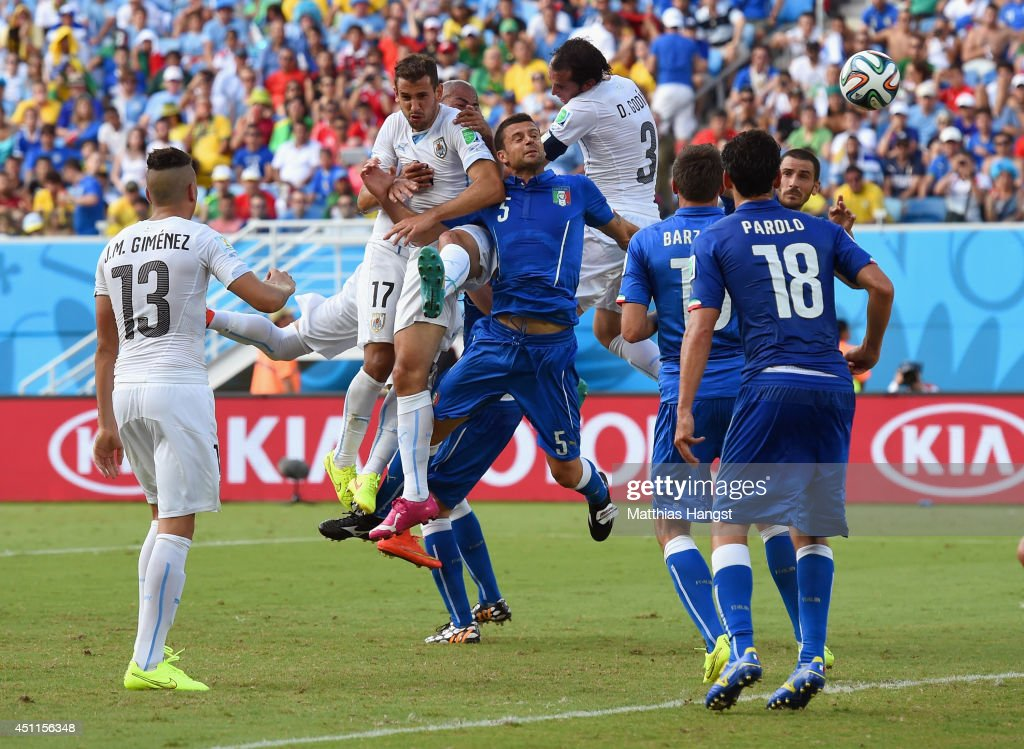 Italy v Uruguay: Group D - 2014 FIFA World Cup Brazil : News Photo