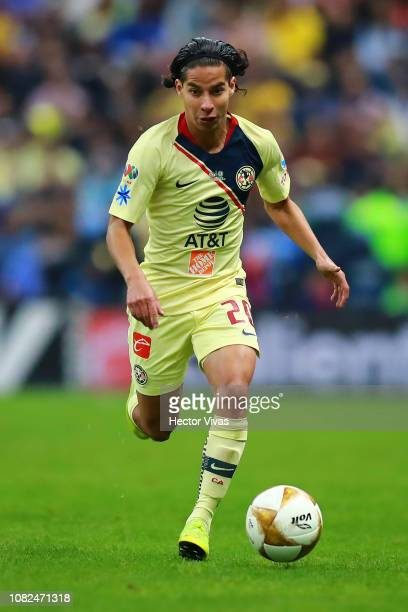 Diego Lainez of America drives the ball during the final first leg match between America and Cruz Azul as part of the Torneo Apertura 2018 Liga MX at...
