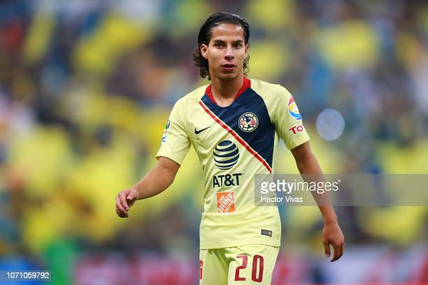 Diego Lainez of America drives the ball during the semifinal second leg match between America and Pumas UNAM as part of the Torneo Apertura 2018 Liga...