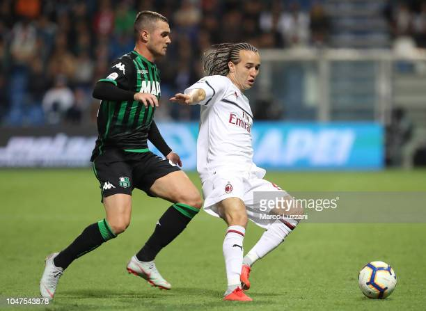 Diego Laxalt of AC Milan competes for the ball with Pol Lirola of US Sassuolo during the Serie A match between US Sassuolo and AC Milan at Mapei...