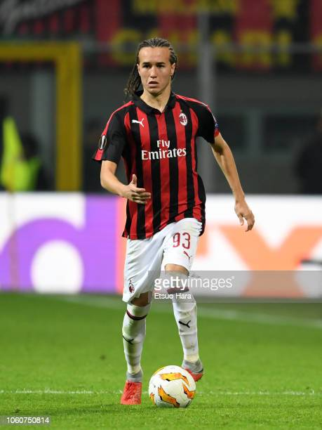 Diego Laxalt of Milan in action during the UEFA Europa League Group F match between AC Milan and Real Betis at Stadio Giuseppe Meazza on October 25...