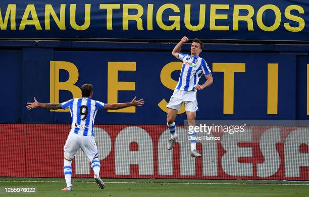 Diego Llorente of Real Sociedad celebrates scoring the second goal during the Liga match between Villarreal CF and Real Sociedad at Estadio de la...