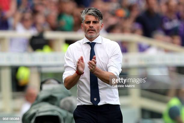 Diego Lopez manager of Cagliari Calcio gestures during the serie A match between ACF Fiorentina and Cagliari Calcio at Stadio Artemio Franchi on May...