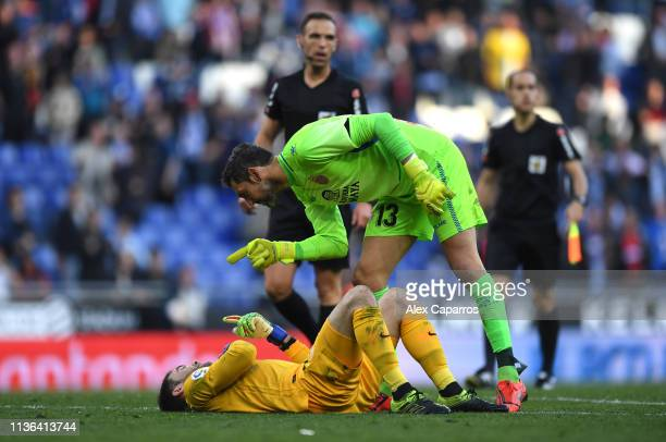 Diego Lopez of Sevilla shouts to Juan Soriano of Sevilla during the La Liga match between RCD Espanyol and Sevilla FC at RCDE Stadium on March 17...